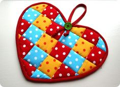 Quilted heart pot holder: so cute, uses many small scraps of fabric!