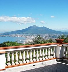 Villa Emidio, located in Pimonte, in the old village near Amalfi (only 20 minutes) in the heart of Amalfi Coast, only 10 minutes from the Archeologic area of Pompei, in front an unforgettable view on the Vesuvio Mountain and on the Neapolitan gulf, with the fantastic blue sea of our Mediterranean baia.  ideal for cities like Sorrento, Naples, Amalfi and Positano, Ravello, Pompeii.