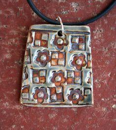 ABruxinhaCoisasGirasdaCarmita: Pendente em cerâmica