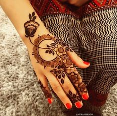 People having interest in fashion are much inclined towards the mehndi designs. If you are among beginners and love to try out different mehndi patterns and motifs then these easy mehndi designs are just perfect for you. Pretty Henna Designs, Mehndi Designs Book, Finger Henna Designs, Mehndi Designs 2018, Modern Mehndi Designs, Mehndi Designs For Girls, Mehndi Design Pictures, Wedding Mehndi Designs, Mehndi Designs For Fingers