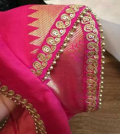 Design Hand Work Blouse Design, Simple Blouse Designs, Stylish Blouse Design, Brocade Blouse Designs, Saree Blouse Neck Designs, Blouse Patterns, Sleeves Designs For Dresses, Sleeve Designs, Hand Designs