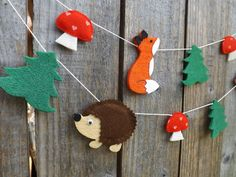 A pretty felt garland made up of foxes, hedgehogs, pine trees and mushrooms make this a sweet woodland themed decoration for anywhere in your home but