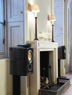 Bowers & Wilkins 805 speakers in Piano black finish.