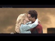 [Emma Stone And Andrew Garfield - Final Kiss Spiderman 2] Chris Martin?! Hahaha!