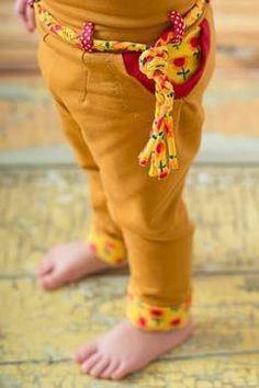 Chinohose für Kinder mit Gürtel und Taschen - Schnittmuster und Nähanleitung via Makerist.de