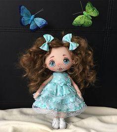 Доброго времени суток, друзья 🤗 Лялечка ищет новый дом 🏡 Рост 25 см, ручки и ножки подвижны. Сидит сама уверенно, стоит с опорой. Волосы- трессы. Платье снимается. Ботиночки из натуральной кожи 😋 все вопросы в Директ или Вотсап #dollartistry #dolls #doll #puppets #puppet #куклы #кукла #куклаизткани #кукланапродажу #куклатекстильная #текстильнаякукла #текстильныекуклы #ручнаяработа #авторскаяработа #мастеркрафт #ярмаркамастеров