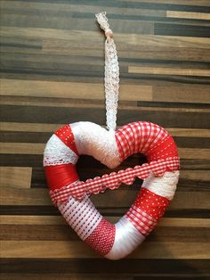 Heart Wreath in red and white
