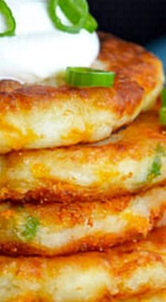 Make the most of Thanksgiving leftovers with a quick and easy recipe for Cheesy Leftover Mashed Potato Pancakes. Leftover Mashed Potato Pancakes, Leftover Baked Potatoes, German Potato Pancakes, Cheesy Mashed Potatoes, Baked Potato Recipes, Chicken Recipes, Veggie Recipes, Vegetarian Recipes, Potato Patties