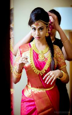 Necklaces Photography Super Genius Tips: Jewelry Necklace Photography jewelry accessories rings. South Indian Hairstyle, Indian Bridal Hairstyles, Bride Hairstyles, Indian Bridal Makeup, Wedding Makeup, Beautiful Saree, Beautiful Bride, Saree Wedding, Wedding Dresses