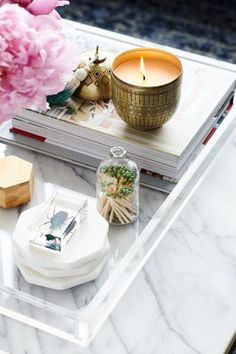 5 Coffee Table Styling Tricks to Refresh Your Living Room - HOUSE of HARPER - If you've been looking for a spring home update on a budget, these tips are for you! 5 Coffee Table Styling Tricks to Refresh Your Living Room – HOUSE of HARPER 5' Coffee Table, Coffee Table Styling, Decorating Coffee Tables, Cozy Coffee, Yankee Candle Scents, Candles Online, Buy Candles, Living Room Remodel, Living Rooms