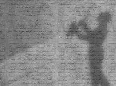 Carta da parati LIGHT CONCRETE LOVELETTER by Mineheart design Young