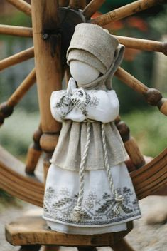 Кукла - мотанка Малуша Jute Crafts, Diy Arts And Crafts, Spirited Art, Christmas Sewing, Doll Maker, Soft Dolls, Fabric Dolls, Crochet Toys, Fiber Art