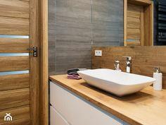 Elegant Grafitowo Drewniana łazienka   Mała łazienka Na Poddaszu W Bloku W Domu  Jednorodzinnym Bez Okna