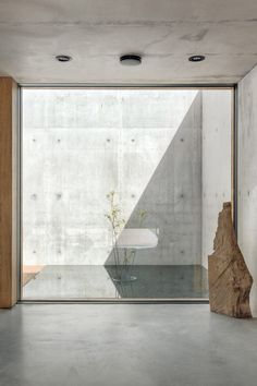 Studio De Materia submerges private rooms of House into sloping terrain Great Buildings And Structures, Modern Buildings, Minimalist Architecture, Minimalist Interior, Concrete Architecture, Interior Architecture, Futuristic Architecture, Patio Interior, Interior And Exterior