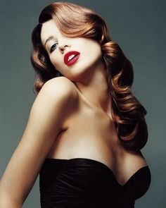 Love this pinup look.
