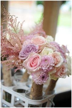 Hessian around bridal bouquets ( Real Wedding ~ The Wedding of my Dreams) www.theweddingofmydreams.co.uk