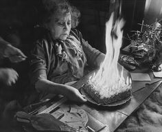 Walter Carone colette feiert ihren Geburtstag, die Torte brennt, Januar 1953 (Walter Carone Colette celebrates its 80 birthday the cake is burning, January unused, bought in Germany in 2011