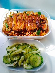 #Suriname Food# #Caribbean Food# #Noodles Recipes# #Pork Recipes# Fried noodles, slices of boneless pork chops smothered in Creole marinade, cucumber & onions made with vinegar and a little sugar.#  Bami, schijfjes hamlappen gesmoord in Creoolse marinade, komkommer & uitjes op azijn.#