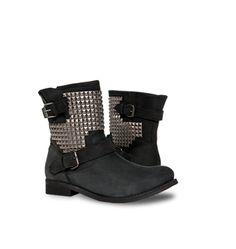 Voté por las botas Americanino Tachas en Moda VS. Moda de Falabella. Vota y podrás ganar una Gift Card de $40.000
