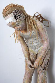 Paper sculptures by Vali Nomidou. Art gallery.