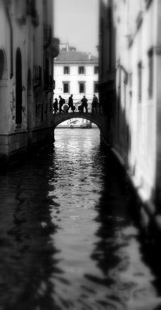 Venezia, ombre sul ponte.