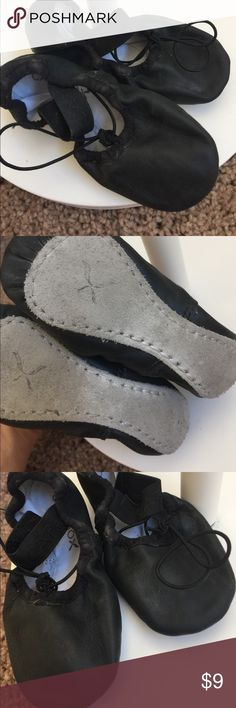 Capezio Ballet Dance slippers size 9 1/2 black Gently worn this is a size 9 1/2 ballet slipper by Capezio only worm a handful  of times before they were outgrown  in good condition from a smoke free home. Capezio Shoes