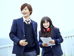 ちはやふる公式 @chihaya_koshiki  2月22日 撮影中の一コマ!ヘッドホン姿の千早ちゃん、映画でぜひお楽しみに!!それにしても2人の笑顔がまぶしい・・・  #ちはやふる