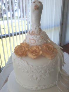 Elegant Peacock ll, Fondant Lace. D & D Cake Designs/Jacksonville, Florida