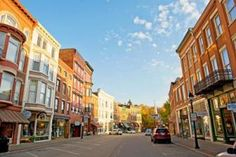 On the Galena River, this bustling historic town features century-old buildings housing shops and restaurants; some 50 inns and hotels welcome travelers for vacation getaways.