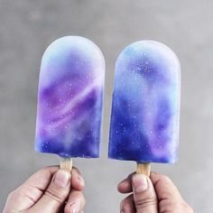 Galaxy Ice Creams Yay or Nay? Made with coconut milk, coconut nectar, butterfly pea tea & blueberry juice Tag someone ✌✨ inspired by Galaxy Desserts, Köstliche Desserts, Frozen Desserts, Purple Desserts, Galaxy Ice Cream, Rainbow Ice Cream, Butterfly Pea Tea, Kreative Desserts, Unicorn Foods