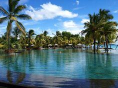Trou aux Biches Resort & Spa, Mauritius - Piscine à débordement spectaculaire... (alex F, Apr 2013)