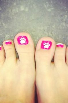 Paw print nails by G Hannelius