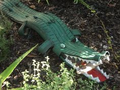 Alligator made of recycled tires