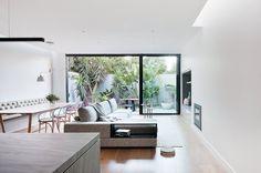 Casa con cortile giardino interno by Robson Rak Architects | Dd Arc Art