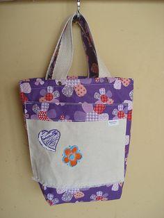 https://flic.kr/p/bo8ZXD | Tote Bag - Bolsa 0003 - C | Por dentro, bolso. Tote bag confeccionada em Lona e forrada com tecido 100% algodão . Pintada .  Medidas: 26x27x5 cm