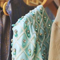 В дизайн-студию по декорированию одежды кристаллами Swarovski, требуется ШВЕЯ. Возраст до 25 лет. Обязательные требования: умение шить и кроить вечерние и национальные свадебные платья (осетинские)!!! Hand Embroidery Dress, Hand Embroidery Videos, Tambour Embroidery, Bead Embroidery Patterns, Embroidery Suits, Embroidery Fashion, Hand Embroidery Designs, Embroidery On Clothes, Floral Embroidery