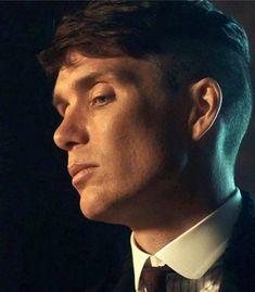 Impeccable jawline. Cillian Murphy.