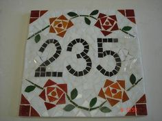 Número de mosaico ideal para fachadas. Feito em pastilhas de vidro e fundo de fibrocimento, pode ficar no tempo. Pode ser feito em qualquer tamanho, cor e modelo. É parafusado na parede, sem perigo de roubarem. R$ 151,20