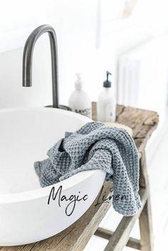 Linen waffle bath to