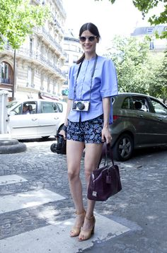Las colas de caballo también son femeninas y muy cómodas. #StreetHair #ParisFashionWeek