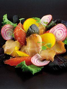 Philippe Etchebest L'art de dresser et présenter une assiette comme un chef de la gastronomie... > http://visionsgourmandes.com > http://www.facebook.com/VisionsGourmandes . #gastronomie #gastronomy #chef #presentation #presenter #decorer #plating #recette #food #dressage #assiette #artculinaire #culinaryart
