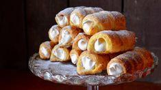 Šmetrdóle jsou lahodné trubičky s bílkovým krémem | foto: Martin Čuřík Baked Potato, Deserts, Stuffed Mushrooms, Food And Drink, Bread, Cheese, Baking, Vegetables, Breakfast