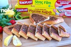 Kıymalı Puf Pide – Nefis Yemek Tarifleri Sausage, Food And Drink, Bread, Cooking, Ethnic Recipes, Pizza, Food, Bakken, Kitchen