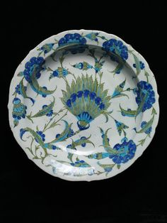 Iznik hyacinth dish, Ottoman Turkey, c. Glazes For Pottery, Ceramic Pottery, Pottery Art, Blue Pottery, Turkish Art, Turkish Tiles, Portuguese Tiles, Moroccan Tiles, Quartz Tiles