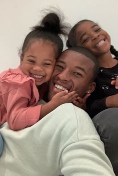 Credit to pimpalerrt. Cute Family, Baby Family, Family Goals, Family First, Black Fathers, Fathers Love, Beautiful Black Babies, Beautiful Family, Daddy Daughter