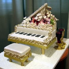 Piano cake - For all your cake decorating supplies, please visit craftcompany.co.uk