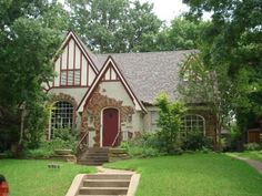 Gimme a Tudor house and I could be happy forever. (Hollywood neighborhood in East Dallas)
