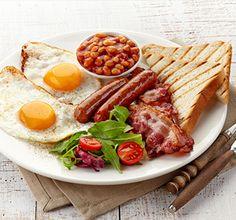 The Chrono-nutrition diet calls for a big breakfast. Breakfast Photography, Food Photography, Mediterranean Diet Food List, Moist Pumpkin Bread, Bacon Sausage, European Cuisine, Food N, Daily Meals, C'est Bon