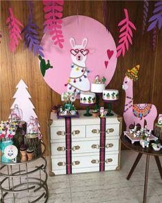 Geniales ideas para fiestas de llamas | Tarjetas Imprimibles Llama Birthday, 1st Birthday Girls, Birthday Decorations, Birthday Party Themes, Mexico Party, Party Fiesta, Animal Party, Unicorn Party, Party Time