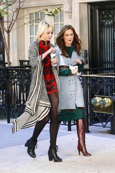 Gossip Girl Jenny Humphrey and Blair Waldorf ✤♠✤ Gossip Girl Jenny, Mode Gossip Girl, Estilo Gossip Girl, Gossip Girl Blair, Gossip Girl Outfits, Gossip Girl Fashion, Fashion Tv, Love Fashion, Womens Fashion